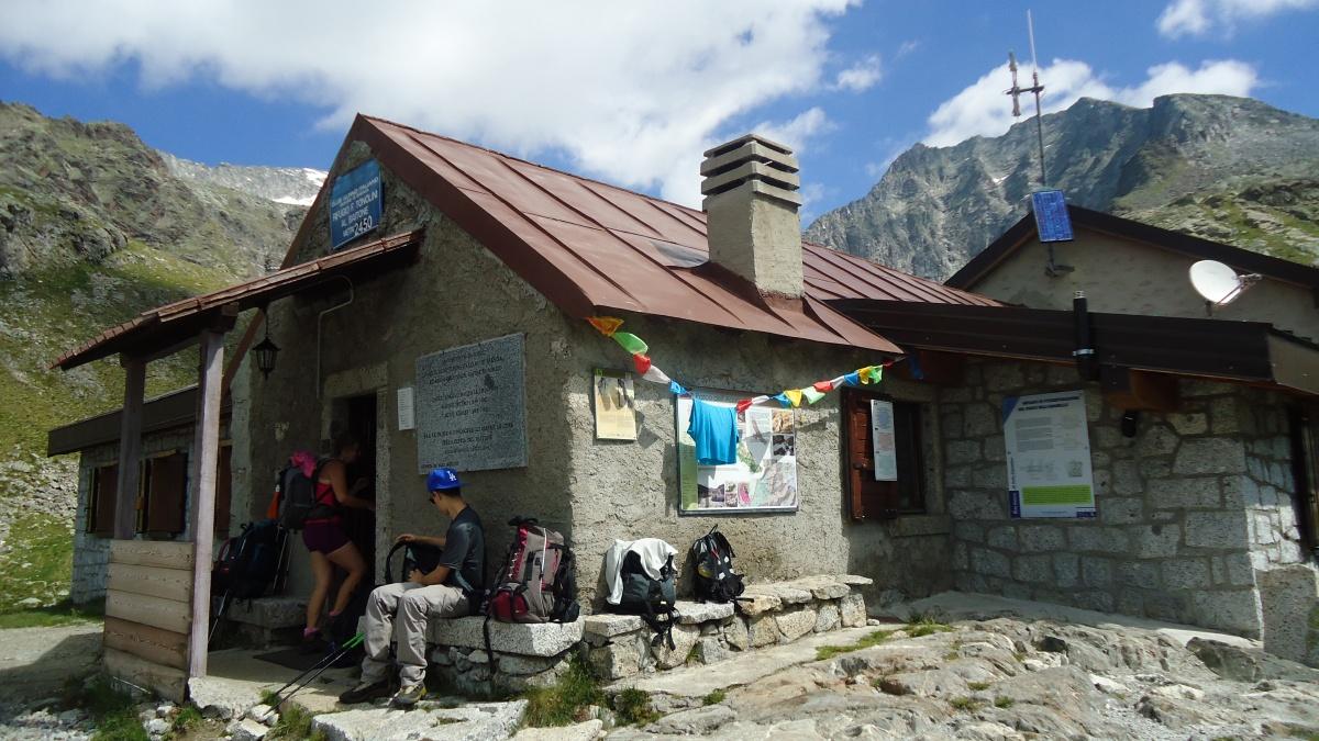 Trekking itinerante in rifugio: cosa mettere nello zaino