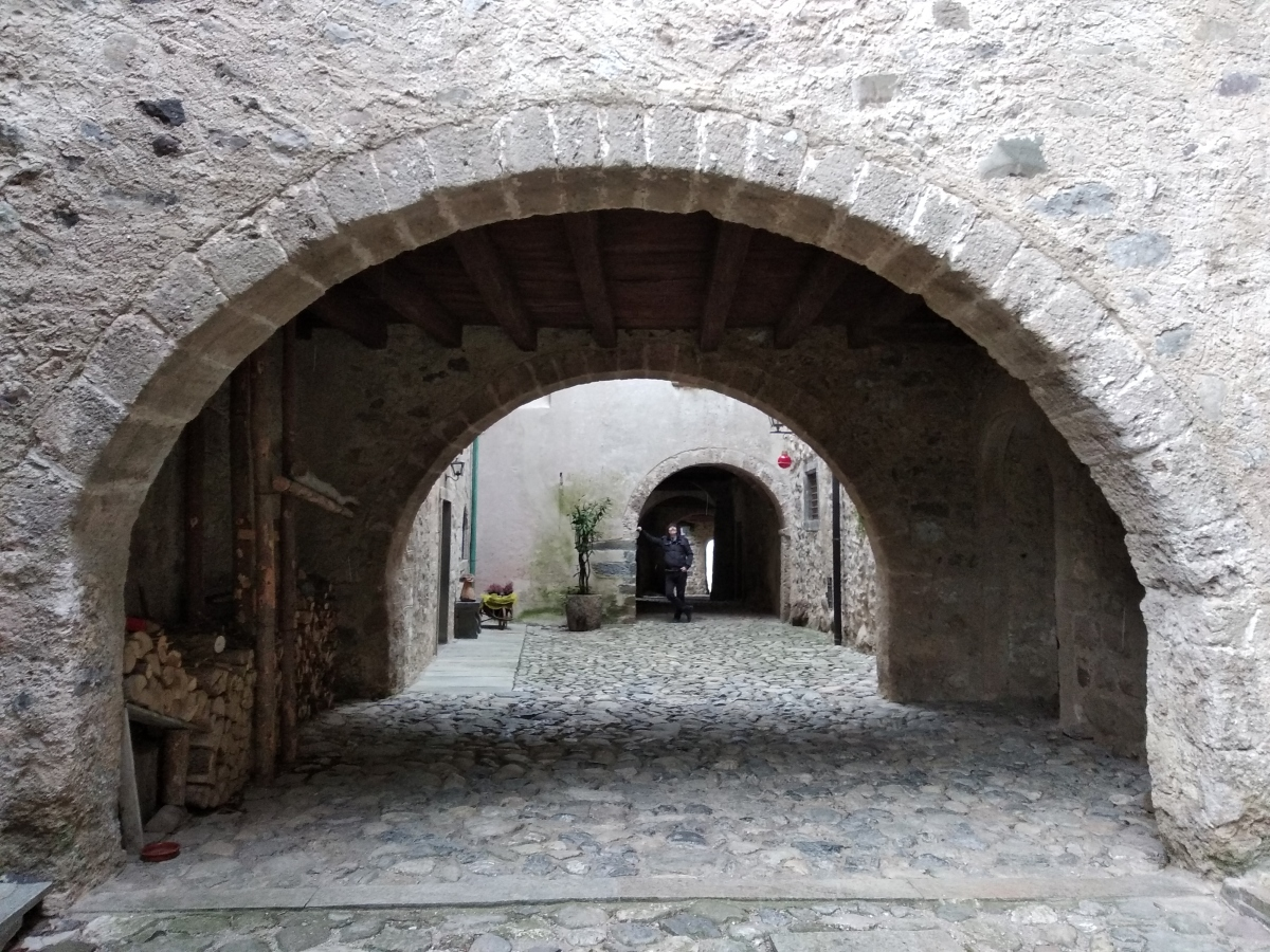 Val Brembana medioevale: da Cornello dei Tasso ad Oneta sull'antica via Mercatorum.