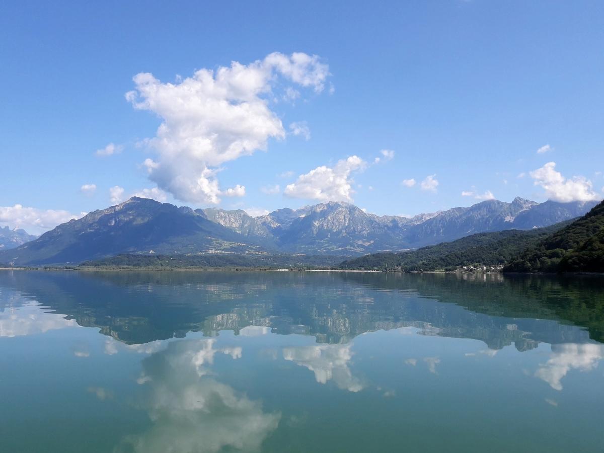 Il Lago di Santa Croce: spiagge e sport acquatici